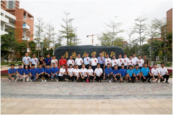 大业集团领导、员工代表与建院领导、师生代表合影留念.png