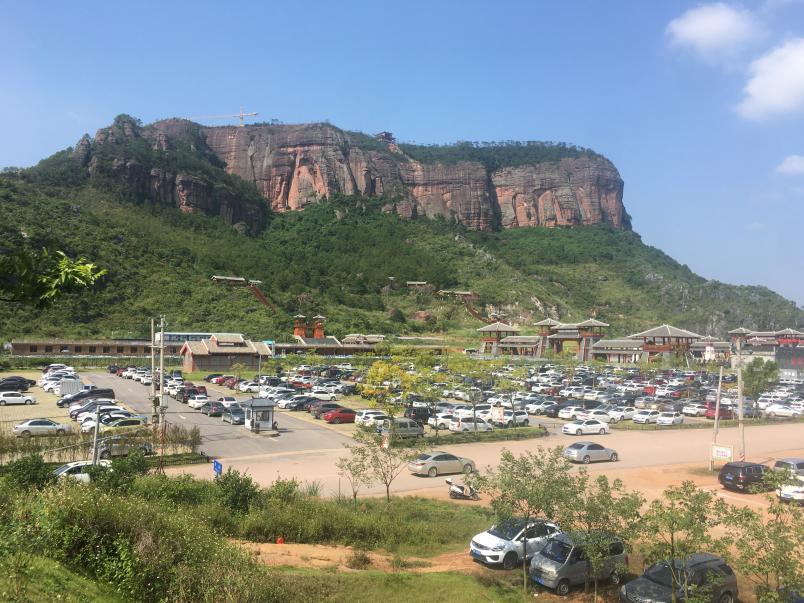 铜石岭景区南门生态停车场建设后.png